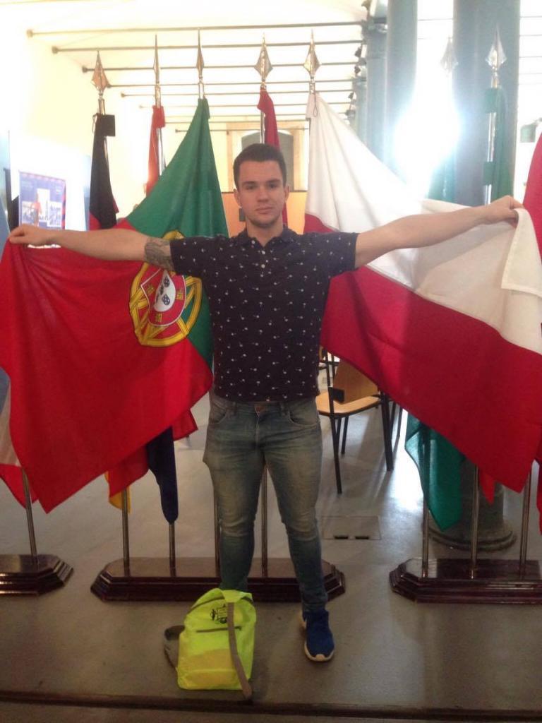 Przy głównej alejce Expo flagi wielu krajów, w tym POLSKI!