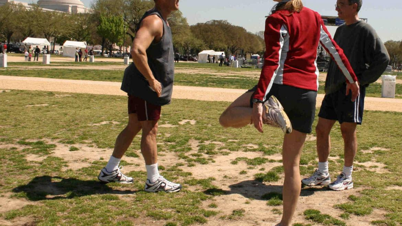 Rozciąganie dynamiczne przed bieganiem - 6 podstawowych ćwiczeń