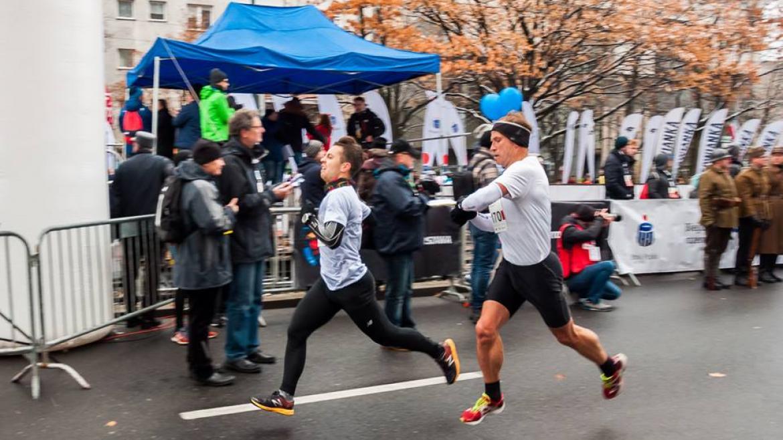 Chcesz być mistrzem w bieganiu? W takim razie naucz się cierpieć i pokochaj ból.