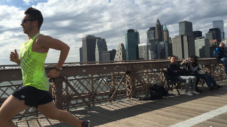 """Jak rozwijać szybkość w bieganiu? 4 genialne porady z książki """"Biegać mądrze"""""""