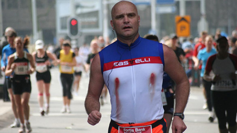 Dlaczego biegaczom krwawią sutki?
