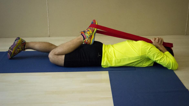 Rozciągnięcie mięśnia piszczelowego przedniego - ćwiczenie