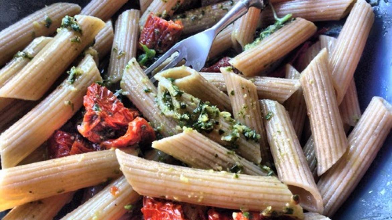 Makaron z pesto i suszonymi pomidorami - proste, szybkie, pyszne!