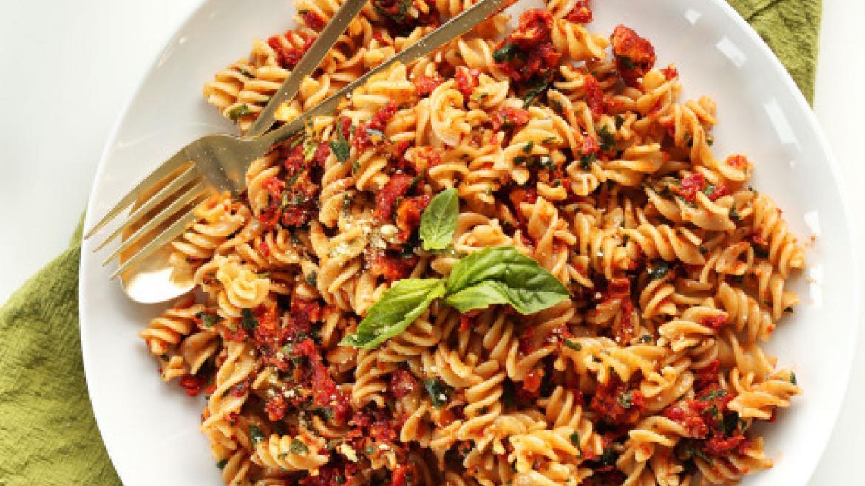 Nie masz pomysłu na pasta party? 3 przepisy na szybki & wegański makaron!