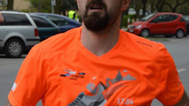 Dzięki bieganiu pokonał nadwagę i zmienił swoje życie – wywiad z Bartkiem Banasikiem