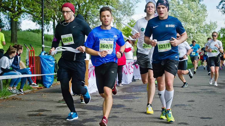 Bieganie ze śródstopia, bieganie naturalne, bieganie i kolana, bieganie i jedzenie, czyli odpowiedzi na 4 popularne pytania