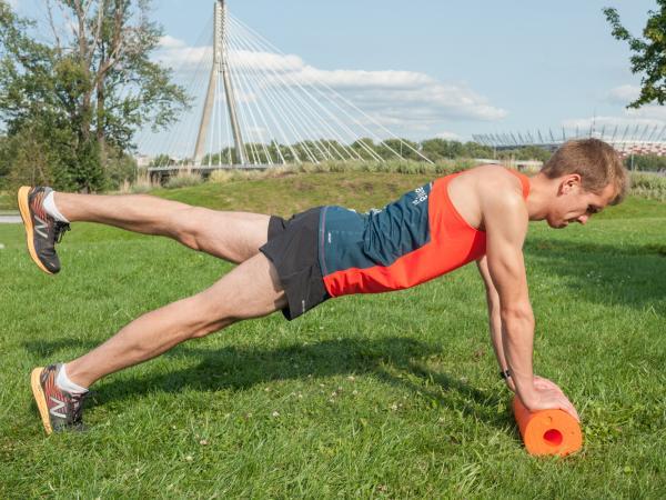 Ćwiczenia wzmacniające z użyciem wałka
